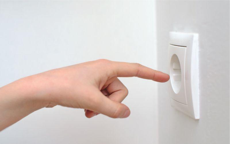 Choque elétrico em tomada pode ser fatal? | G20